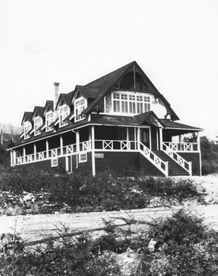 Dundarave Hall