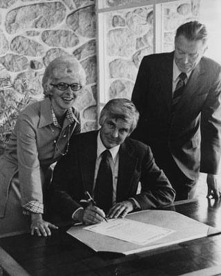Signing of the Greater Vancouver Library Federation