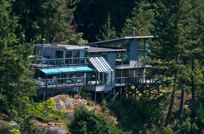House on the Bluffs of Fisherman's Cove