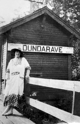 Dundarave Sign & Woman