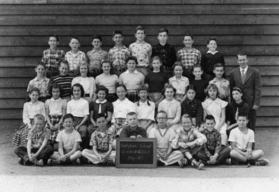 Hollyburn School Grade IV & VI Class (1957)