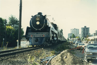 Royal Hudson passing by Bellevue Avenue and 14th Street
