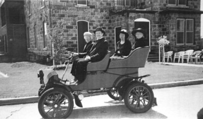 Lick Family in 1903 Ford, 2003