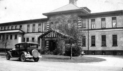 Car outside of Ontario Hospital Infirmary, 1928.