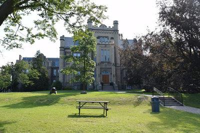 Trafalgar Castle School (401 Reynolds Street)
