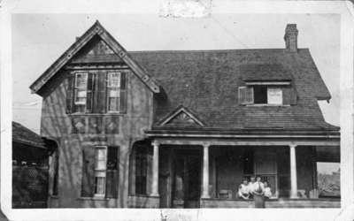 Residence of D.E. Heard, 149 Brock Street N. moved to 158 Brock N., 1912