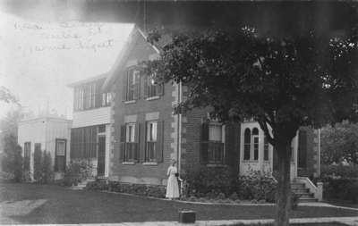 Residence of Frank Erskine, c.1918.