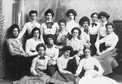 Girls from Whitby Collegiate Institute, c.1902