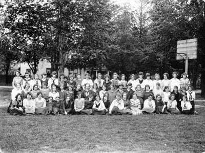 Whitby Collegiate Institute Girls, 1921