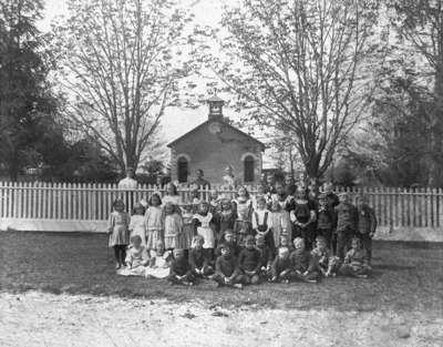Almonds Town Line School Class, 1907