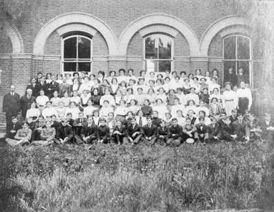 Whitby Collegiate Institute Students, 1909