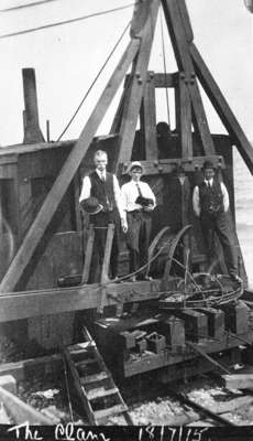 'The Clam' at Whitby Harbour, 1915