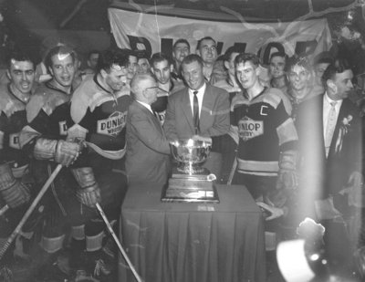 Whitby Dunlops with W.A. Hewitt Trophy, 1957