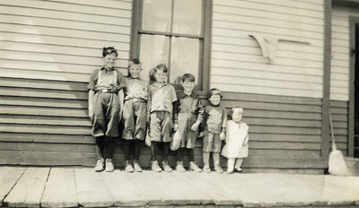 Painter Family Children at Myrtle Station, c.1926