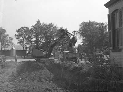 Lorain Power Shovel in Action (Image 1 of 2), May 27, 1948