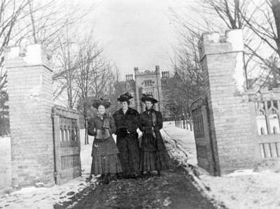 Three students at College Gates, c.1908-1909