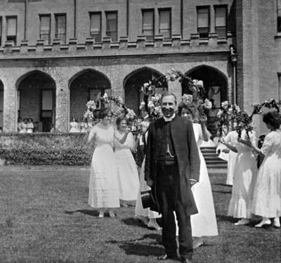 May Court Procession at Ontario Ladies' College, May 1912