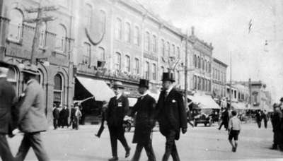 Dignitaries crossing Brock Street at Cenotaph Dedication, 1924