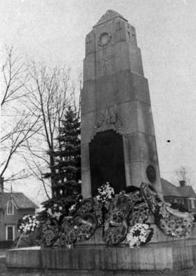 Whitby Cenotaph, c.1945