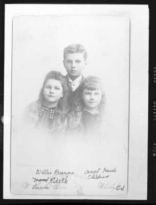 Laura Gertrude Barnes (1880-1979), William Douglas Barnes (1879-1974) and Edith May Barnes (1886-1979), c.1891