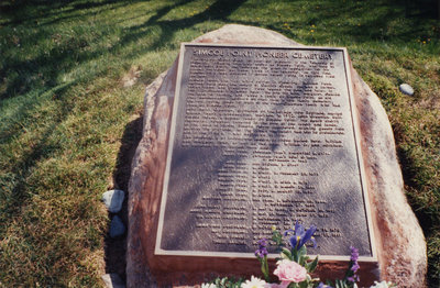 Colour photo of the Simcoe Point Pioneer Cemetary monument.