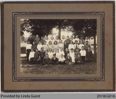 Mount Pleasant Public School Grade 5-8 Class, 1921