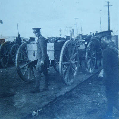 Lewis gun and 2 soldiers