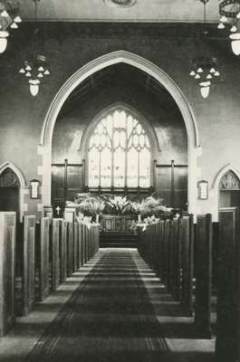 Knox Presbyterian Church, Oakville: interior.