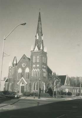 Knox Presbyterian Church, Oakville: exterior, 1988.