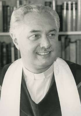 Reverend Harry McWilliams, Knox Presbyterian Church, Oakville, 1984-2006.