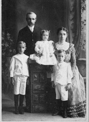 LH0601 George McLaughlin & Family