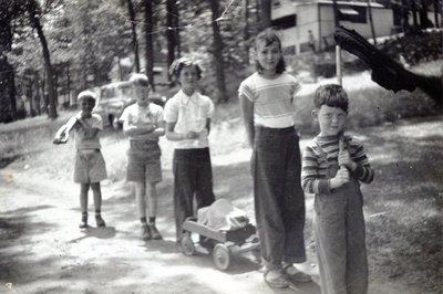 LH1173 People - Children
