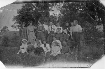 LH1386 Postcard - Family Portrait