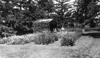 LH1420 Morphy garden and summer house