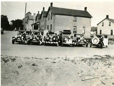 LH2861 Chapman's Auto Parade at MacMillan Drive and Richmond Street
