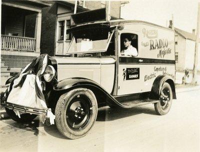LH2852 Chapman's Auto Parade - Rogers Majestic Radios