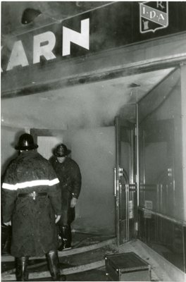 LH2844 Karn's Drugs fire - entrance