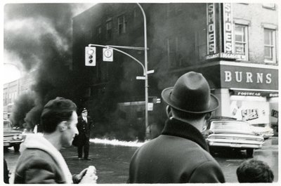 LH2837 Burns Shoes - Car Collision - King Street on Fire