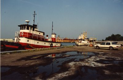 "LH2064 - Tugboat ""Michael D. Misner"" in Oshawa Harbour"