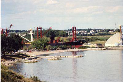 LH2063 Oshawa harbour front