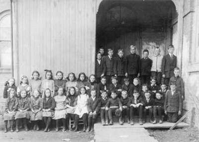 LH1732 Centre Street School Class Portrait