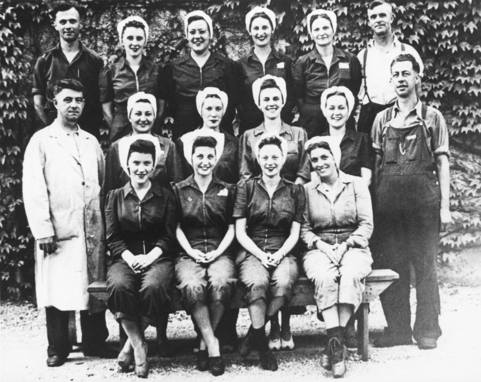 Black-and-white photo of Pedlar People staff during World War II. Courtesy the Oshawa Public Libraries.