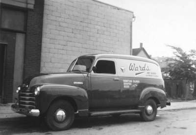LH1660 Ward's Dry Goods Delivery Van