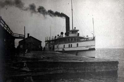 LH1104 Steam ship - Oshawa Wharf