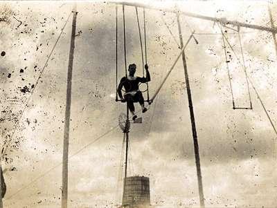 "LH0976 ""Trapeze Performer, Prospect Park"" (4)"