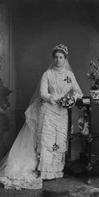 LH1351 Miriam Pellatt Morphy Wedding Portrait