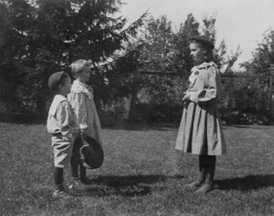 LH1358 H. E. Morphy's children playing outside