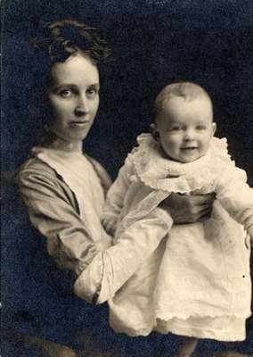 LH0530 Vinson Woman with Infant