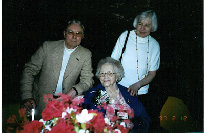 Skinner, Dr. Jack; Appelbe (Ditchburn), Edith;  and  Lorna Berman, Dr. Lorna, a friend of the family - RP0053