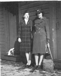 Hunziger, Laura Nadine (Wilson) - Vet WW II with Mary K on left - RP0141